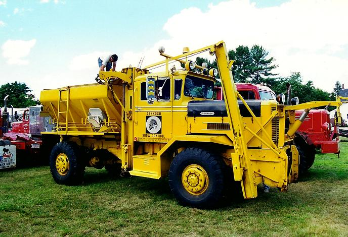 http://www.badgoat.net/Old Snow Plow Equipment/Trucks/Oshkosh Plow Trucks/Oshkosh Trucks/GW688H470-9.jpg